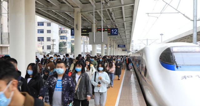 南昌火车站迎来返程客流高峰