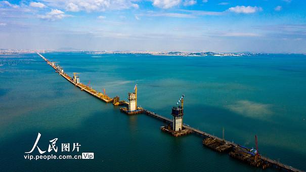 福厦高铁湄洲湾跨海大桥建设忙
