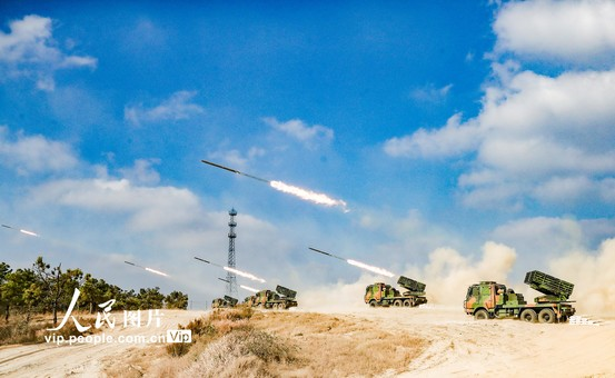 陆军第72集团军某旅开展实弹战术演练