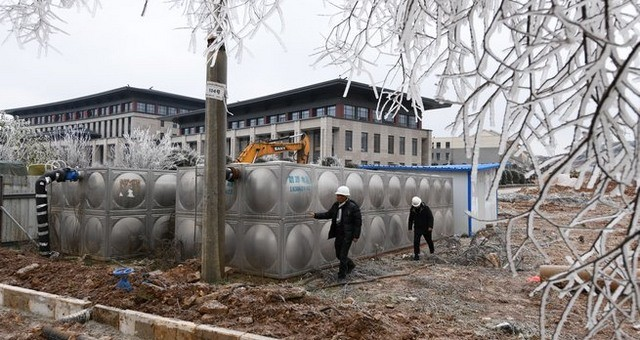 贵州威宁:天凝地闭供水不止