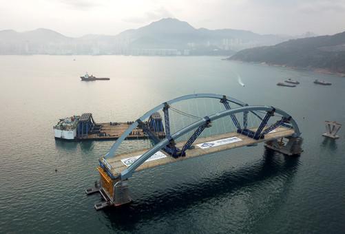 香港将军澳大桥主桥安装成功
