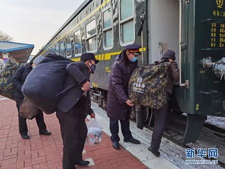 黑龙江省开行今年首趟备春耕专列