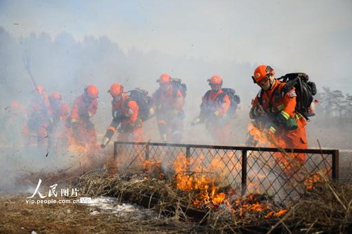 黑龙江黑河市森林消防支队开展灭火演练