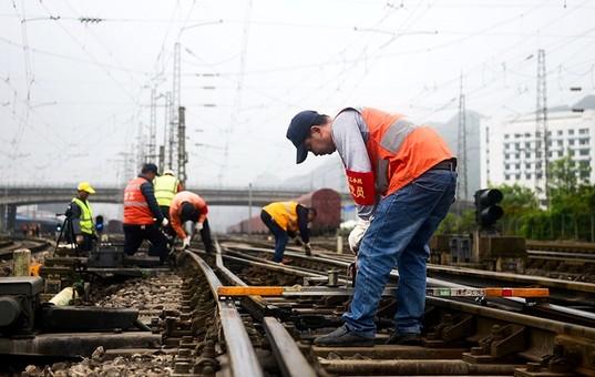 """贵阳:周密部署确保""""五一""""铁路安全"""