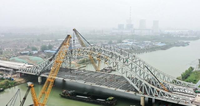 江苏扬州:京杭运河大桥加紧建设
