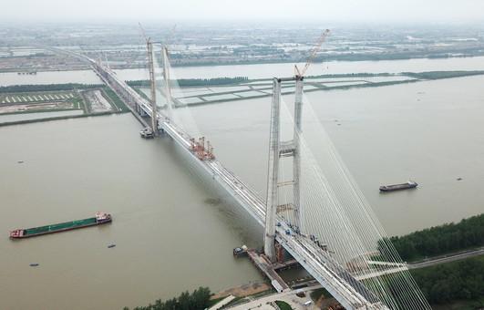 安九铁路鳊鱼洲长江大桥合龙