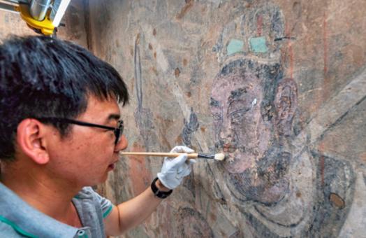 运城:永乐宫壁画搬迁后首次修复