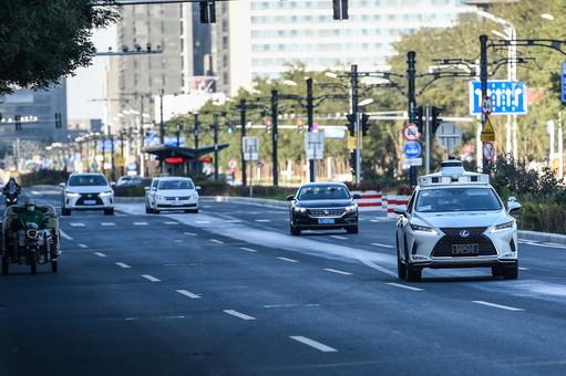 """北京启动自动驾驶""""无人化""""道路测试"""