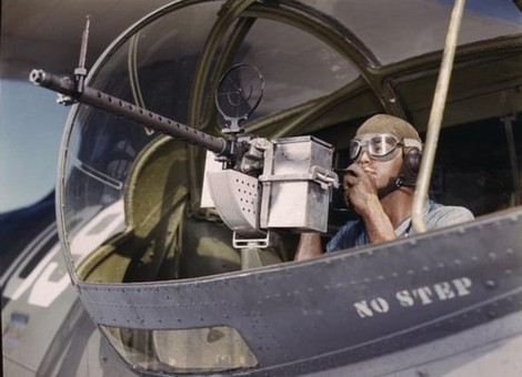 彩照重现珍珠港事件后二战制武器场景