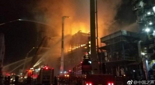 中石油大连石化分公司发生火灾 火情已控制