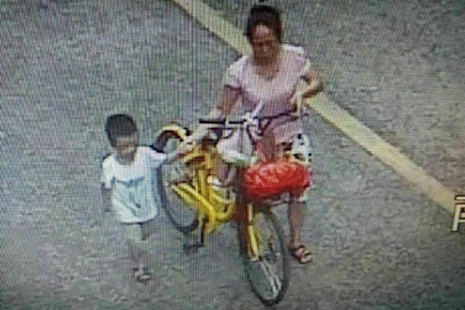 女子骗走4岁男孩:带回去跟女儿玩两天