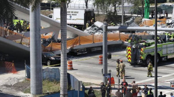 美国一校园发生天桥坍塌事故 10人遇难