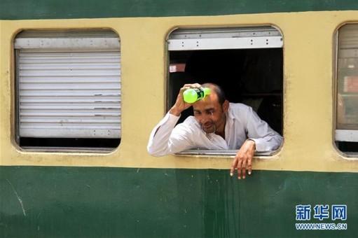 巴基斯坦卡拉奇遭遇高温天气