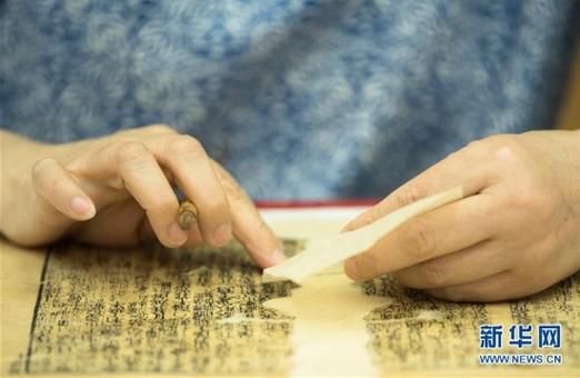 她在西湖边修古籍 55岁的阎静书已工作38年