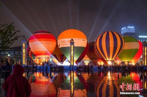 中国热气球表演赛点火仪式在贵州兴义举行