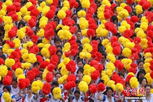 南京邮电大学运动会上演壮观团体操