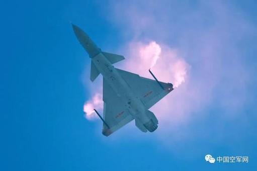 中国歼10战机20年:从首飞到过失速