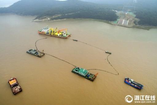 舟山首条500千伏海缆登陆大鹏岛