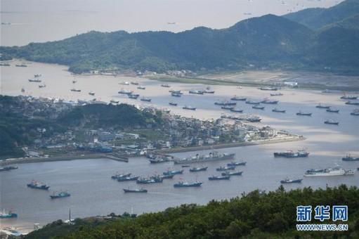 东海伏季休渔结束 浙江象山渔船整装出海