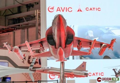 战斗值爆表!L-15B鹰扬迪拜航展