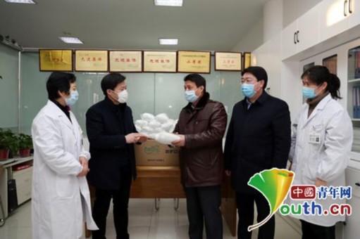 大学教师为学校捐赠2000只口罩