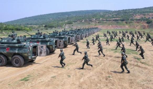 战车来袭!武警某部机动八支队野外驻训