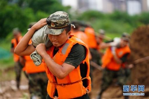 江西鄱阳:保卫战在水线下一米打响