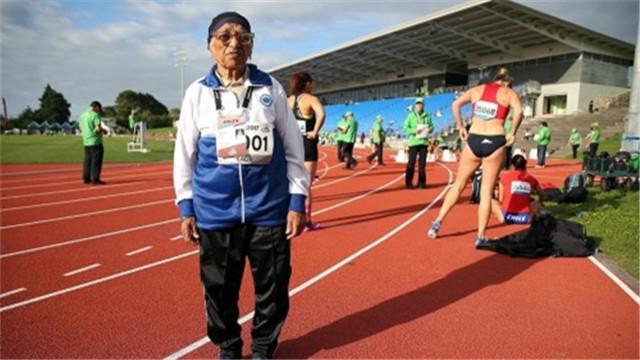老当益壮 印度101岁老人跑百米田径赛