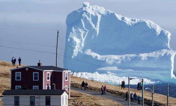 """恐怖的""""来客"""":一觉醒来 冰山堵在家门口"""