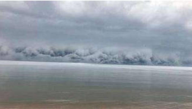 """美国湖上现巨型云墙 实为""""陆架云"""""""