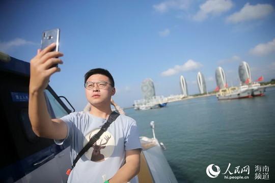 换个角度看鹿城 融媒行记者体验三亚海上巴士