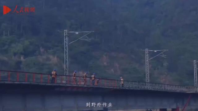 """""""今天,我在岗!""""铁路桥隧工,青春行走在桥上"""