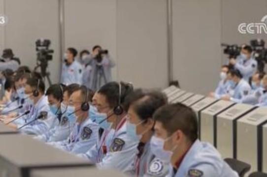 嫦娥五号探测器完成月面采样封装