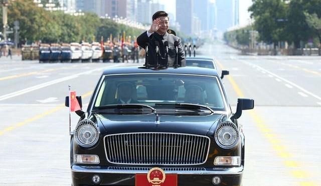 习近平乘红旗车检阅部队