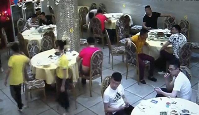 18名男子吃霸王餐 连开8桌吃完不肯走